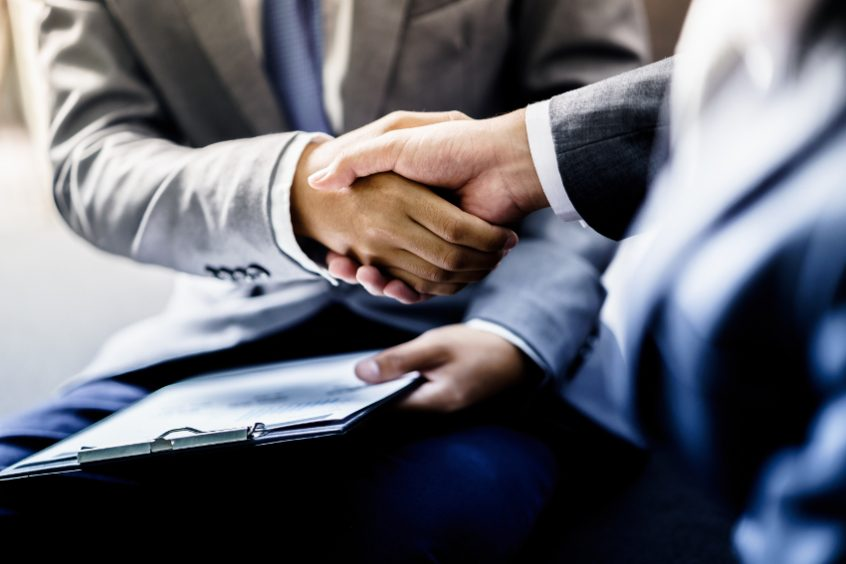 shaking hands choose RGG Law